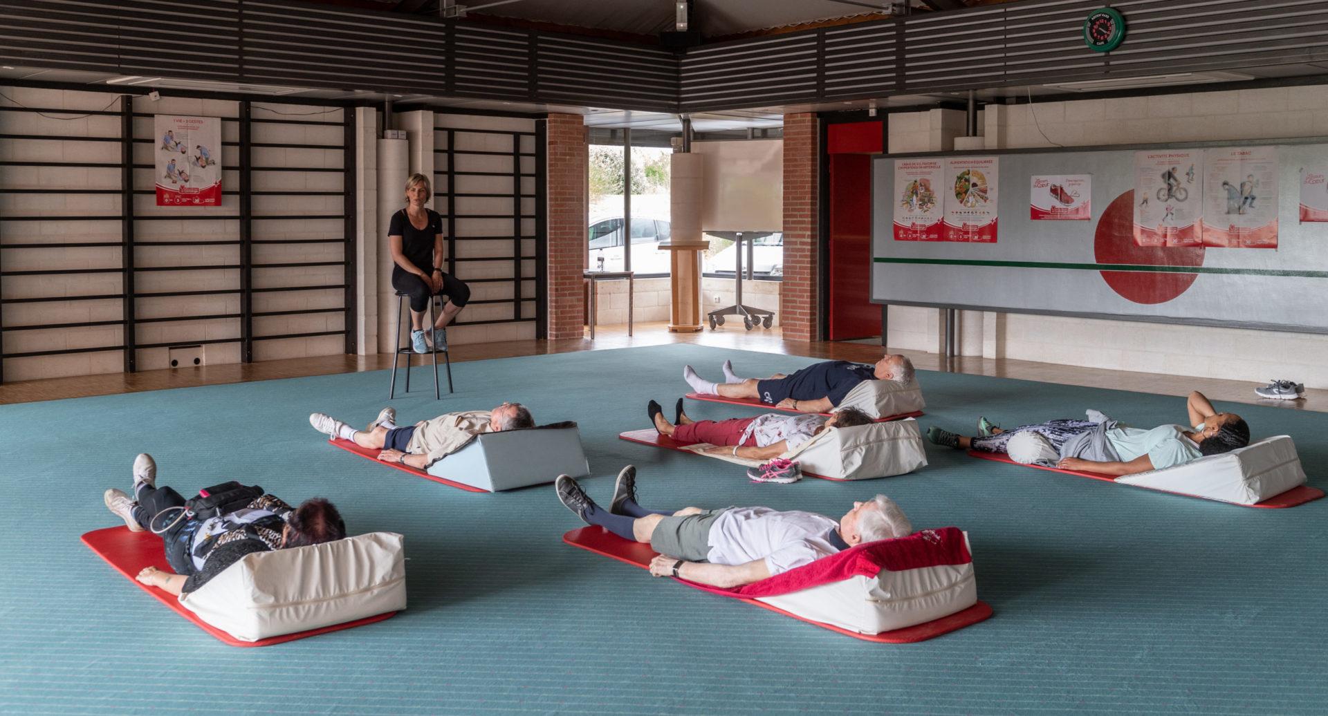 Un grand gymnase permet de réaliser des activités collectives (gymnastique, relaxation, séances d'information)