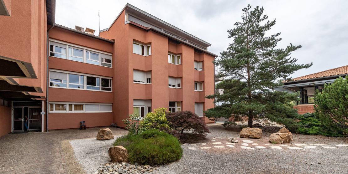 Les bâtiments sont adaptés à l'accueil de patients pour leur réadaptation